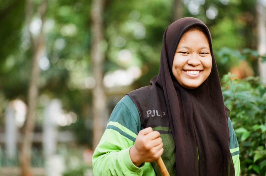 Jakarta street sweeper, smiling and part of my Jakarta portraiture series